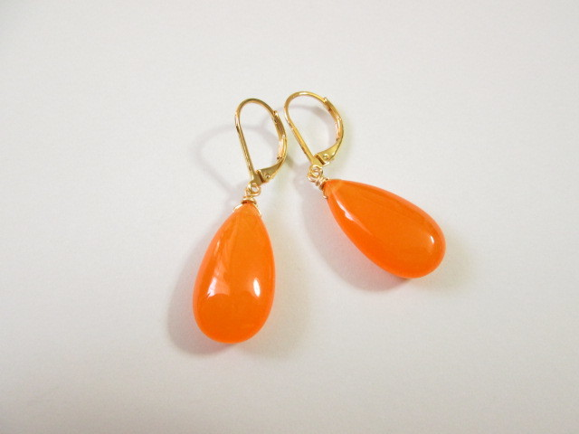 《送料無料》オレンジカラージェードピアス
