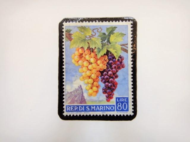 サンマリノ ぶどう切手ブローチ942
