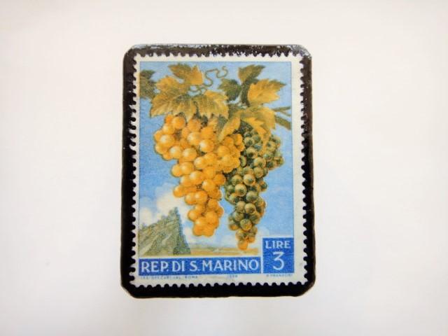 サンマリノ ぶどう切手ブローチ944