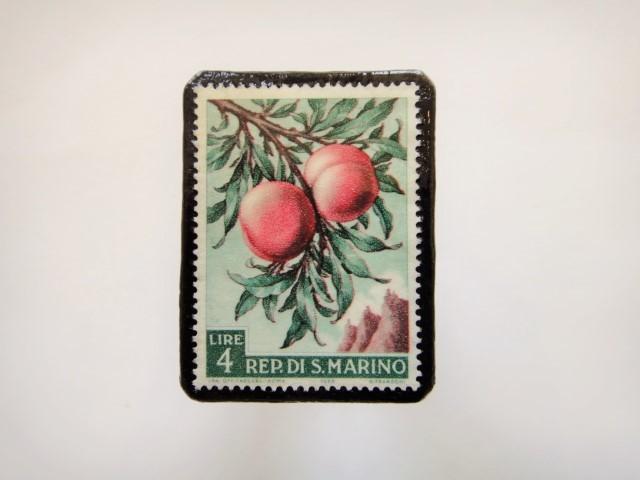 サンマリノ 果物切手ブローチ946