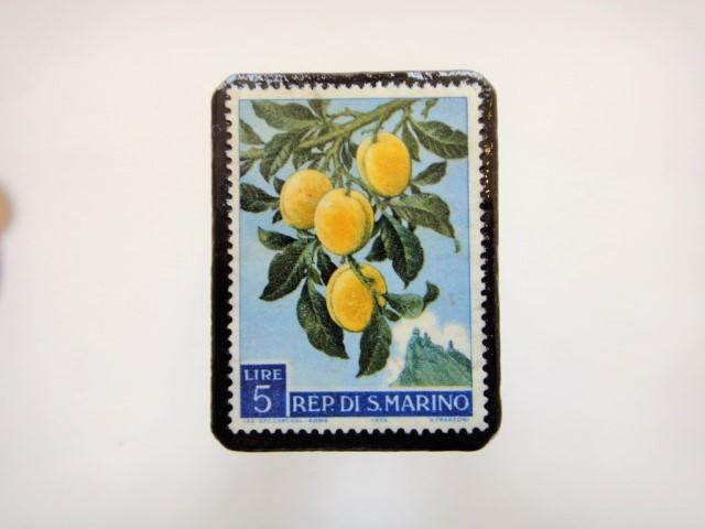 サンマリノ 果物切手ブローチ948