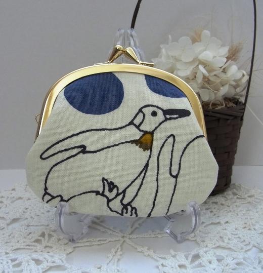 croix-ao 様オーダー品*10センチペタンコポーチ(ペンギン・ブルー)