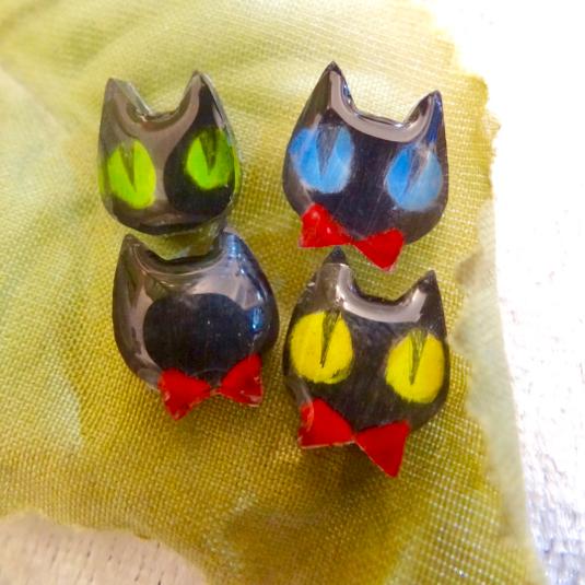 黒猫のピアス【受注制作】(イヤリングに変更可)