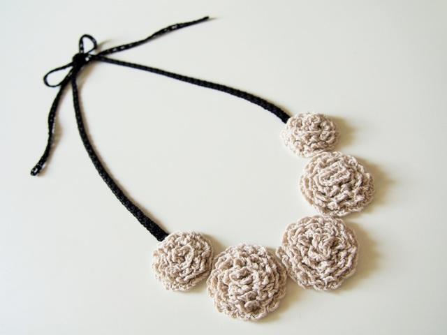 ふわもこお花の手編みネックレス【再販】