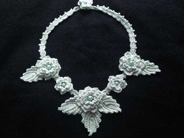 ♪ミントグリーンのお花ネックレス レース編みで♪