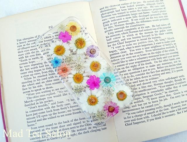 ノースポールとカラフル小花のiphone5.5sカバー