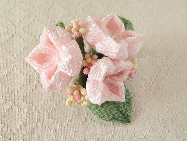 〈つまみ細工〉紫陽花の髪飾り(小・淡桜)