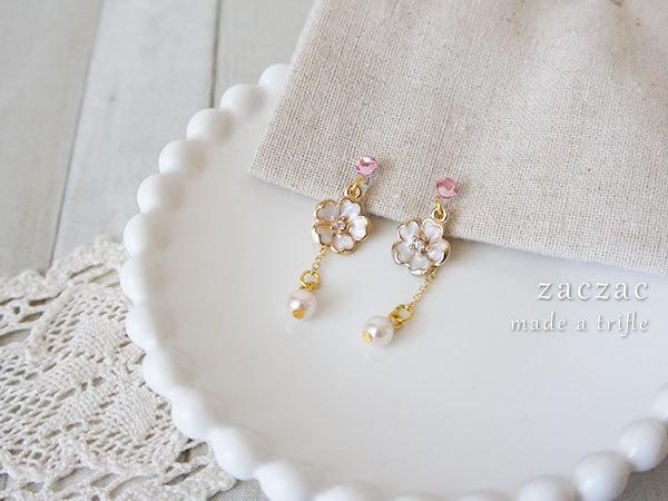 【販売終了】一輪の白いお花*樹脂イヤリング