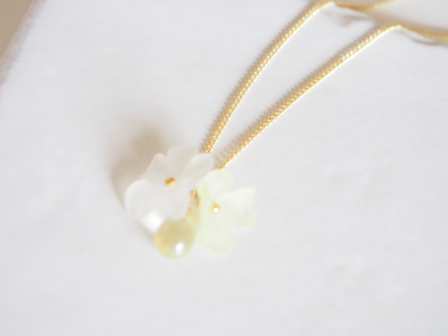 clear yellow  flowers neckless