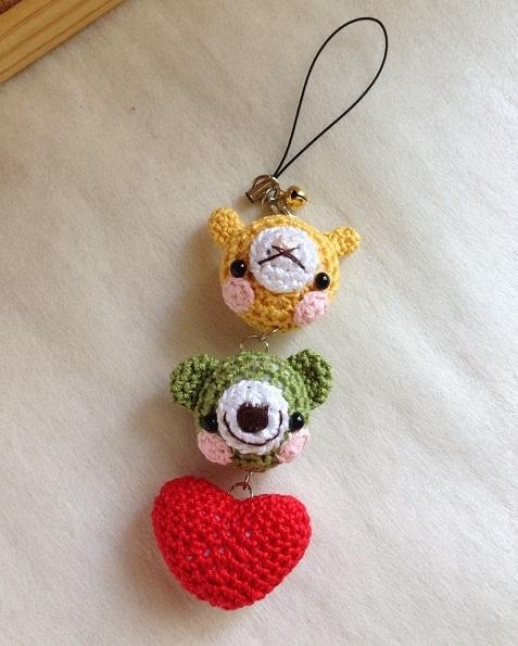 うさぎ・クマ・ハートの編みぐるみ三連ストラップ (黄×黄緑×赤)