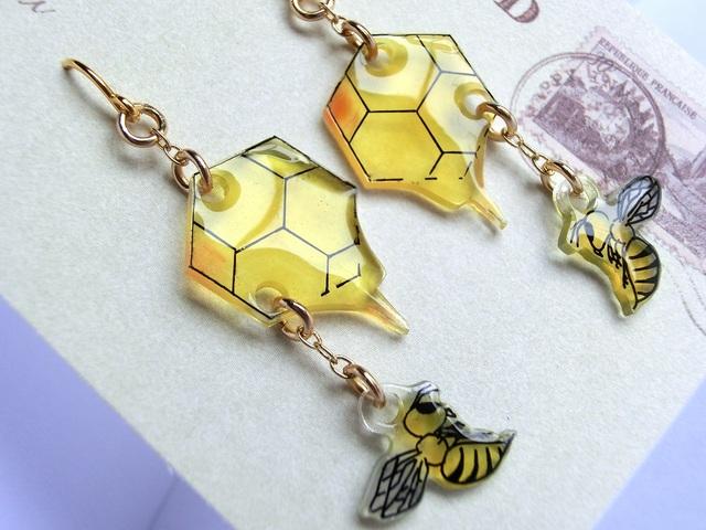 蜂のピアス