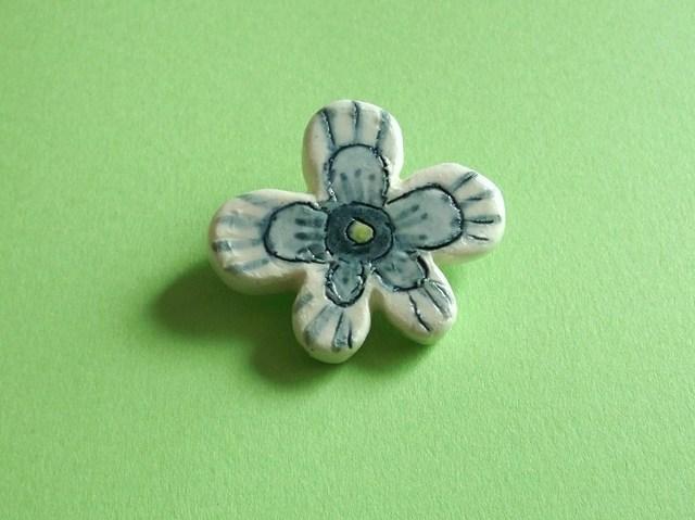 陶ブローチ-花