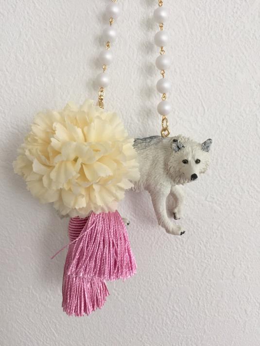 ホワイトウルフのバッグチャーム(ホワイト×ピンク)