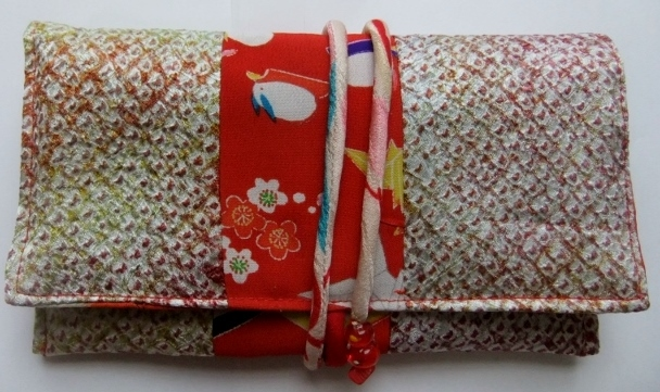 着物リメイク 絞りの羽織と女の子の着物で作った和風財布 195