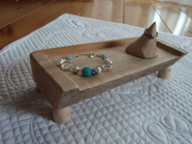 無垢の木で作った小物置きとリングスタンドのセット!