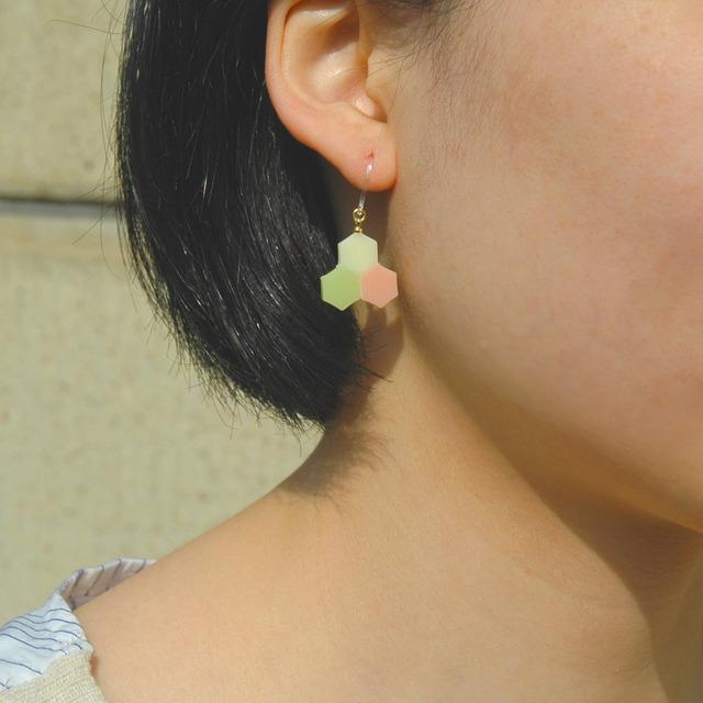 三蜂巣《サンハニカム》黄緑桃 フックピアス