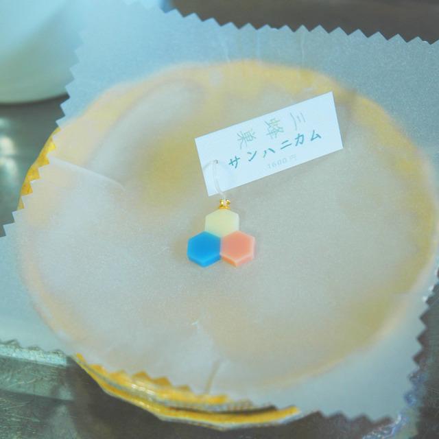 三蜂巣《サンハニカム》青黄桃 フックピアス