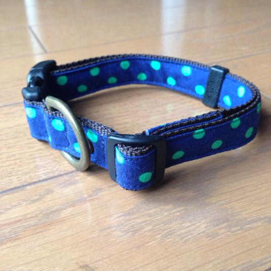 紺地にグリーンの元気な水玉 ドット 中型犬用首輪