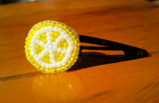 ビーズのレモンヘアピン