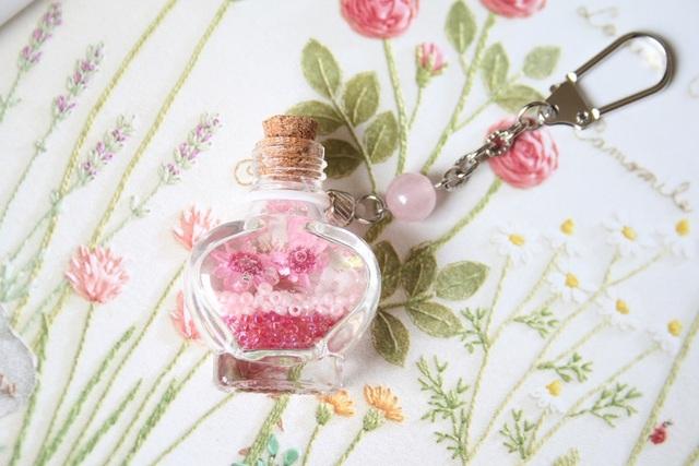 小瓶キーホルダー(ピンク)