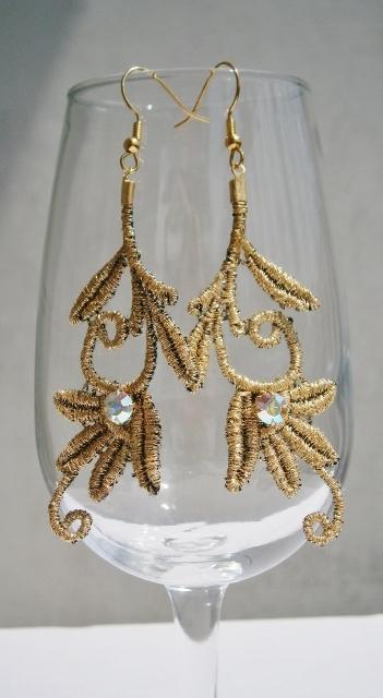 金糸の刺繍ピアス