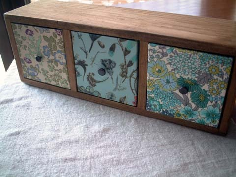 リバティ引き出しつき木製飾り棚Waiker,Floraleve,MA