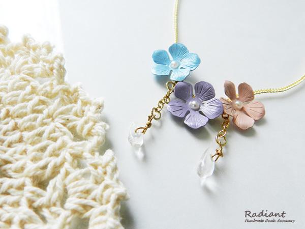 紫陽花と雫のネックレス