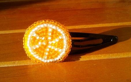ビーズのオレンジピン
