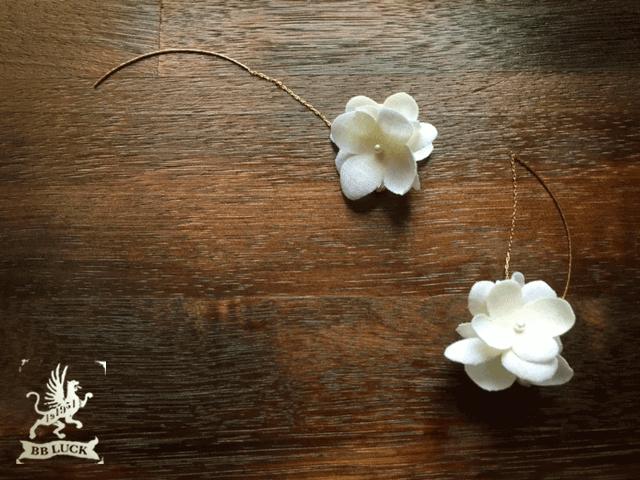 pierce 【 布花紫陽花のピアス * しろいろアナベル 】
