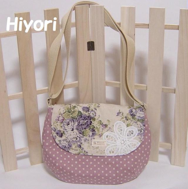 ハンドメイド・上品フラワーブーケと優しい紫ドットのまあるい斜め掛けショルダーバッグ