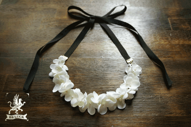 necklace  【 布花紫陽花のリボンネックレス * しろいろアナベル 】