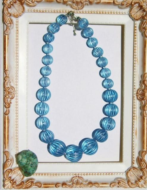 クリスタル・ブルーのグラデーションネックレス 「サマコレ」