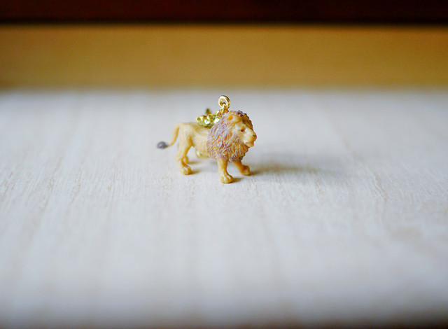 (Sold out)animal片耳イヤリング【Lion】