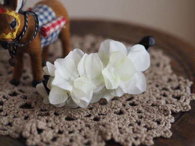 ホワイトお花のバナナクリップ