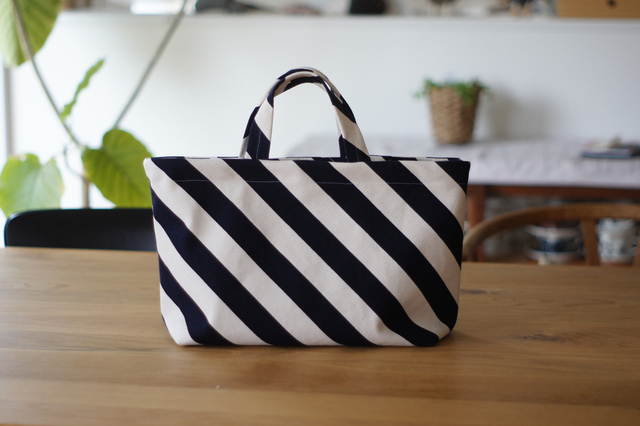 【kajikko555 さまご予約分】ナナメストライプのシンプルトートバッグ(ネイビー)