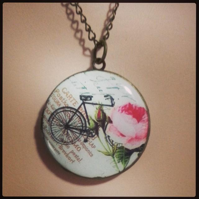 ロケットペンダント-自転車と薔薇