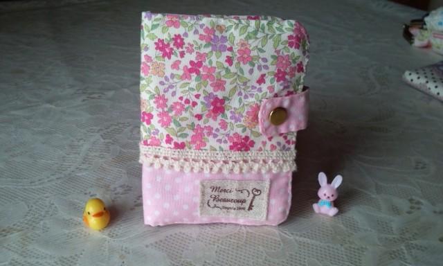 花柄とピンクドットのふんわりパスケース