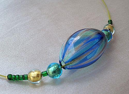 アメ玉みたいな吹きガラスのネックレス【ブルー】