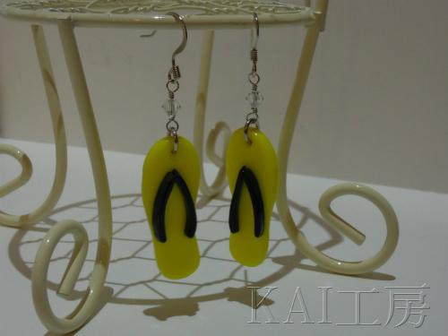 ガラスのビーチサンダルピアス (黄色×黒)