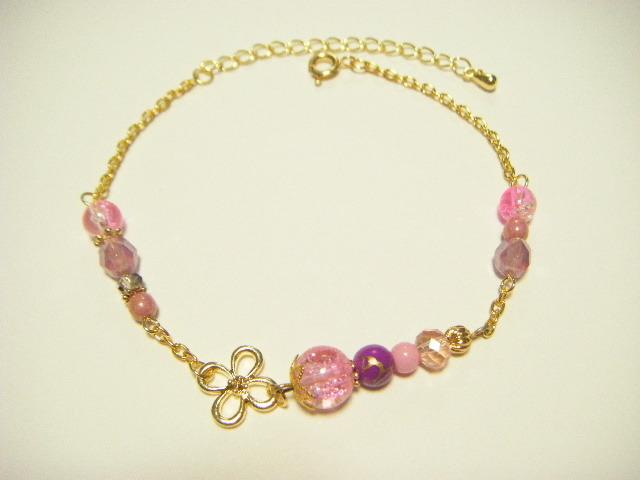 お花の透かしパーツとピンク色チェーンアンクレット