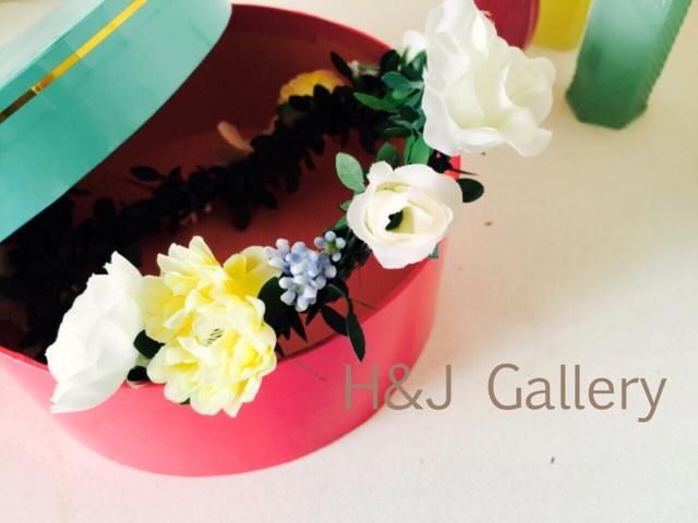 ○白とソフトイエローの花冠