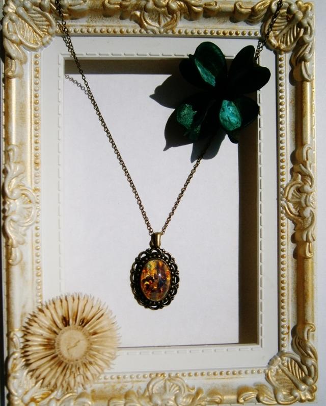 美しいチェコガラスのカボションを使ったネックレス