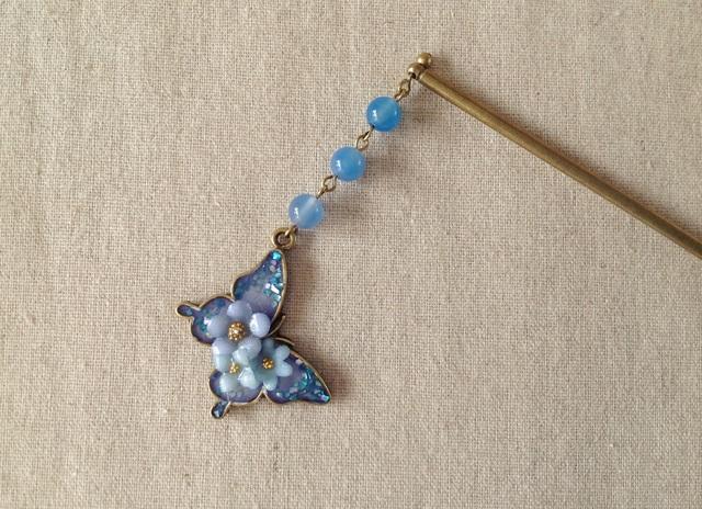 染め花を樹脂加工した小花と蝶のかんざし(ブルーパープル)