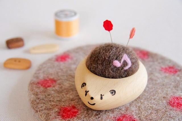 羊毛ピンクッション【針山】 はりねずみ 音符♪ ピンク色
