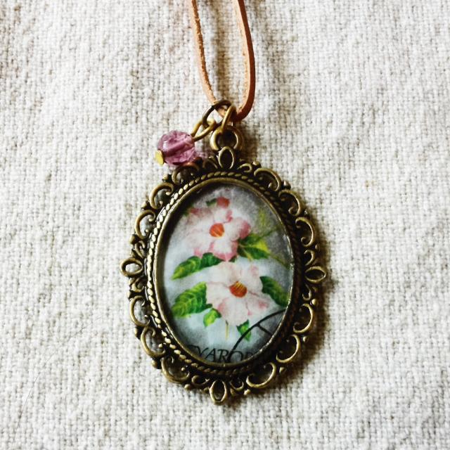 ハンガリーの花切手ネックレス No.1