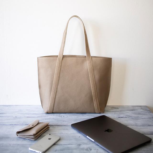 73d0fcfcd227 本革トートバッグ A4ファイル ノートパソコン収納 大人カジュアルの通勤バッグ 【サンドベージュ】