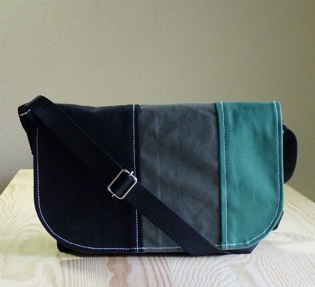 みにみにメッセンジャーバック  黒×3カラー(黒、オリーブ、グリーン)