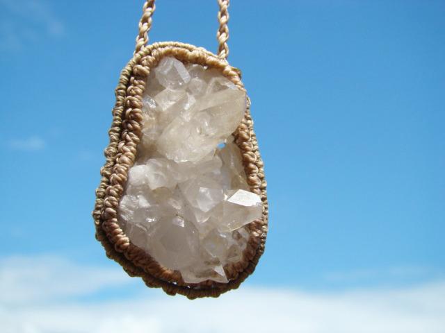 天然石 水晶の原石マクラメ編みネックレス