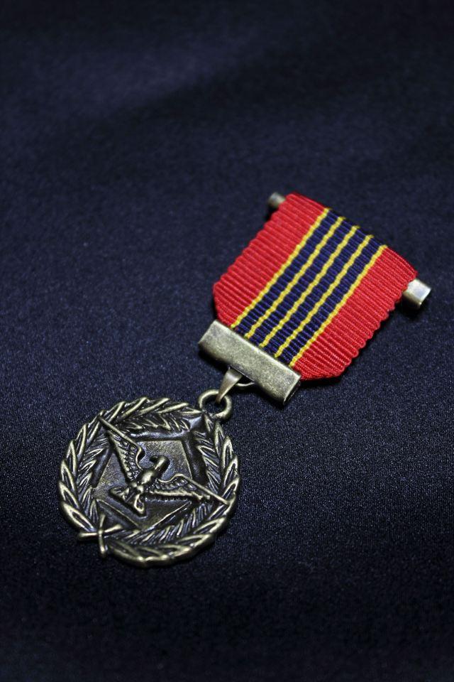 勲章ブローチ(イーグルメダル)(全6色)