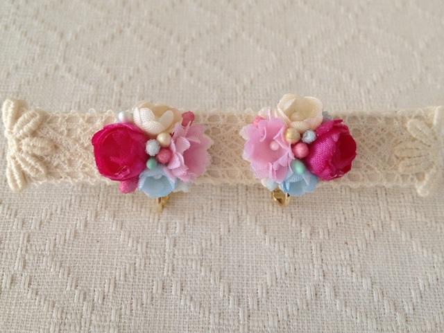 小花のくっつきイヤリング(濃ピンク&ピンク&オフホワ&水色)